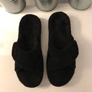 Vionic Shoes - Gently used fuzzy orthotic sole slippers by Vionic